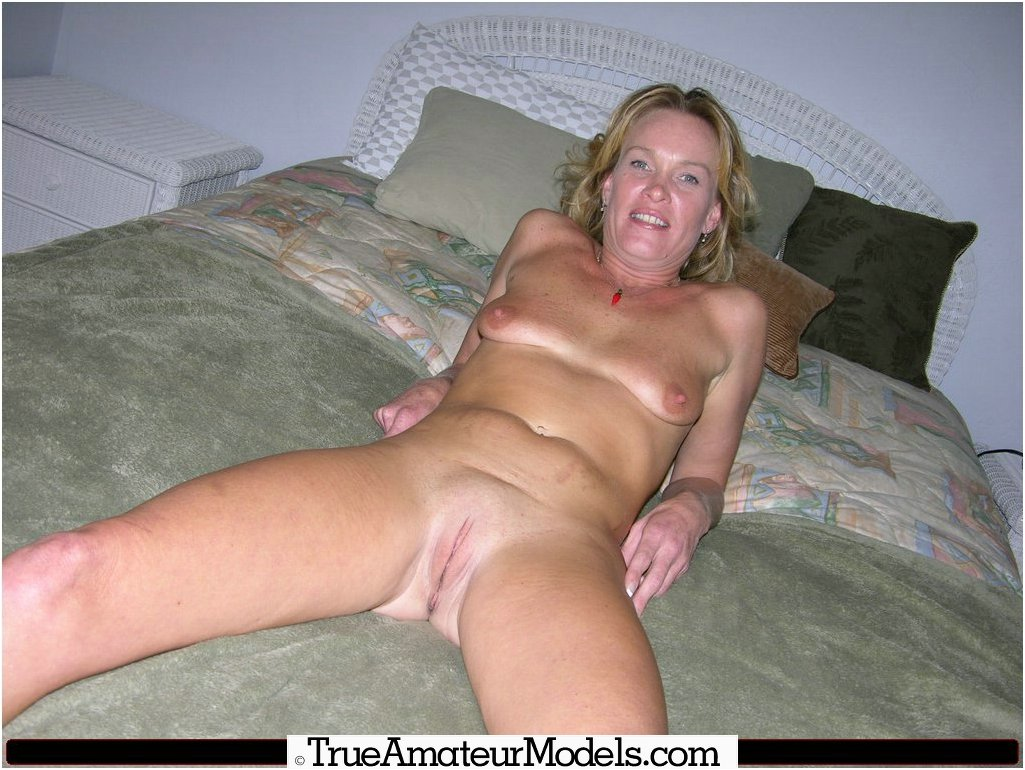 Mature blonde big natural tits pictures