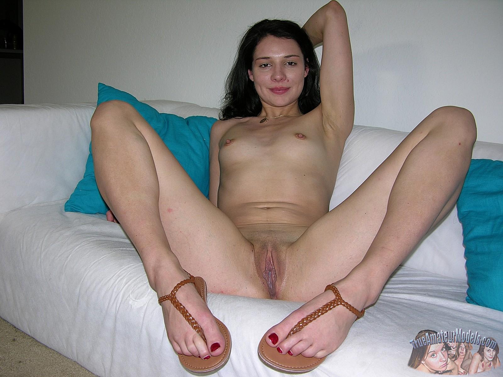 Free nude latina models