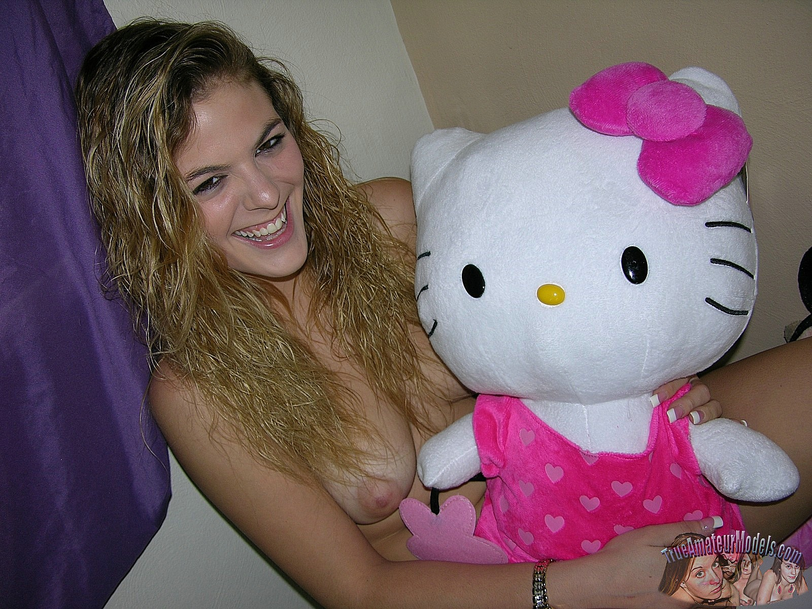 hello kitty teen nude