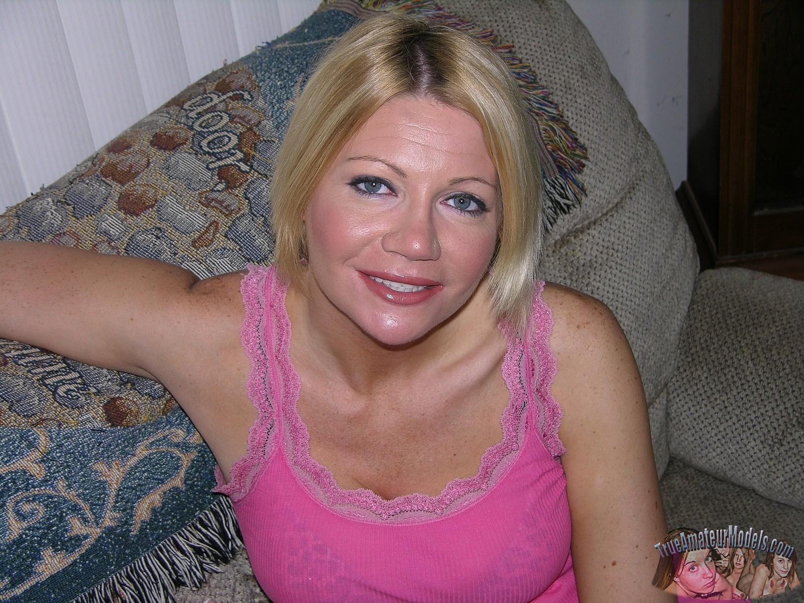 Beauty Busty blonde lesbian milfs wonder she