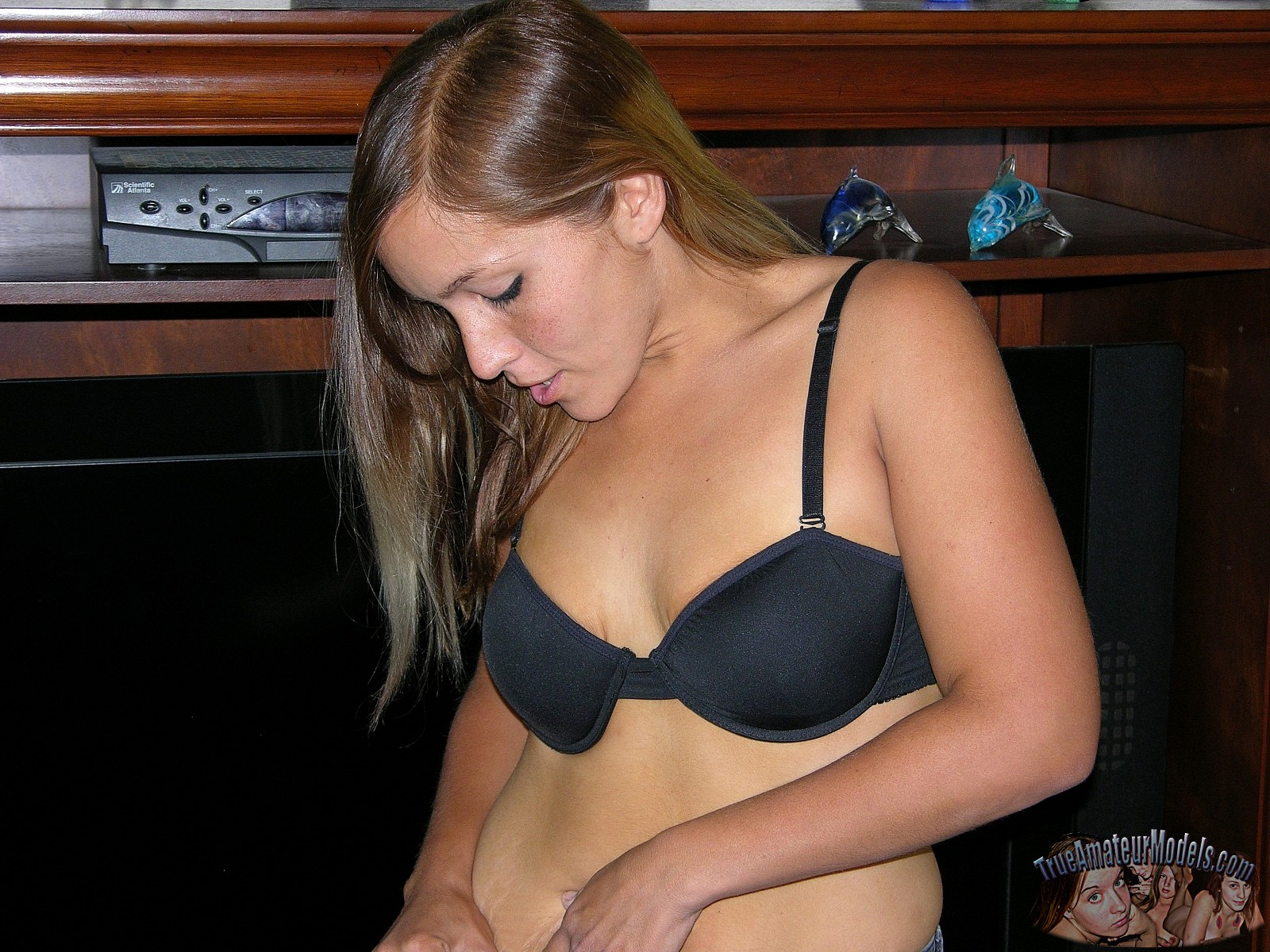 She orgasms quickly (2)