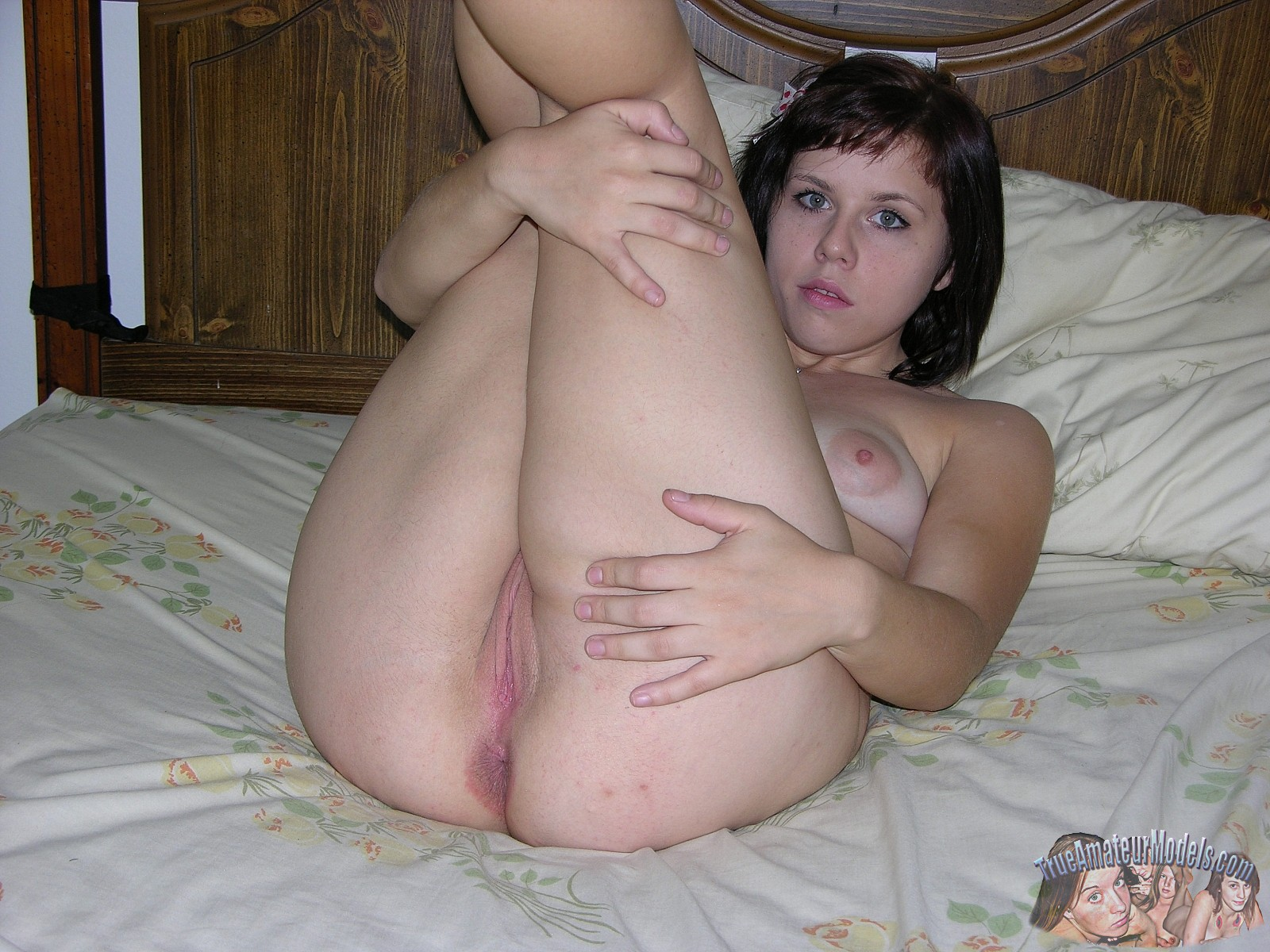 women scissoring wet pussy